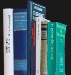 Analoge Bücher sind nicht auszurotten(Bild: C. Handler)