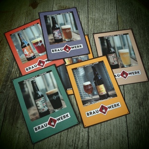 Die Sed Cards der aktuellen Biere des Brauwerks (Foto: Christian Handler)